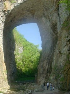 natural-bridge-close